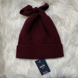 Anthropologie Norla Canada Bow Tie Knit Hat